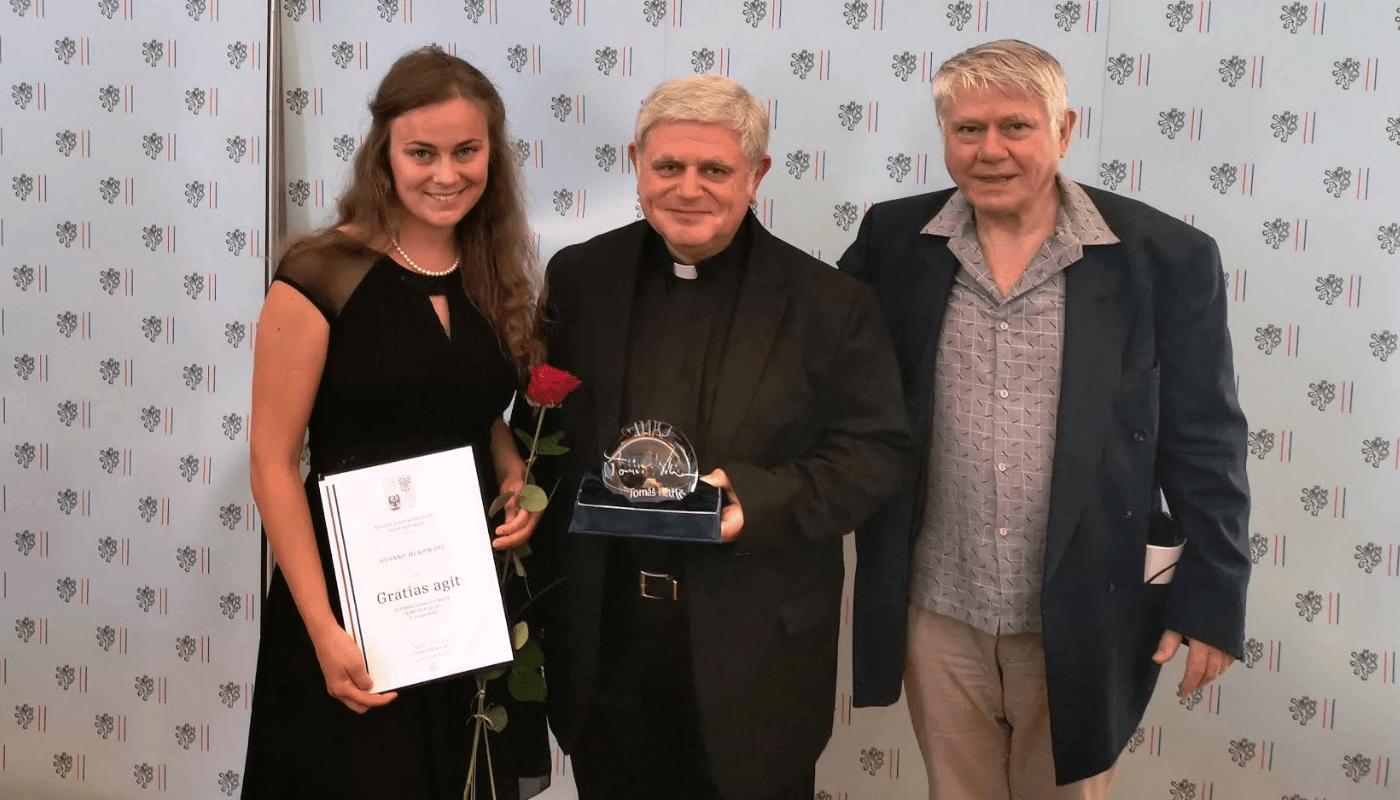Mons. Dušan Hladík laureátem ocenění Gratias agit